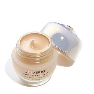 Total Radiance Foundation SPF 15, Golden 3 - FUTURE SOLUTION LX, Foundation